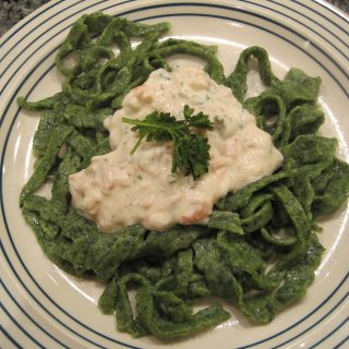 Spinach Fettuccine with Lowfat Smoked Salmon Alfredo Sauce – Really!