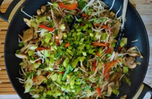 Boom! A pop of color from the red pepper slices and green onions!
